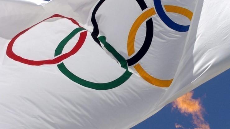 Flaga olimpijska przed siedzibą MKOl obniżona po śmierci Szewińskiej