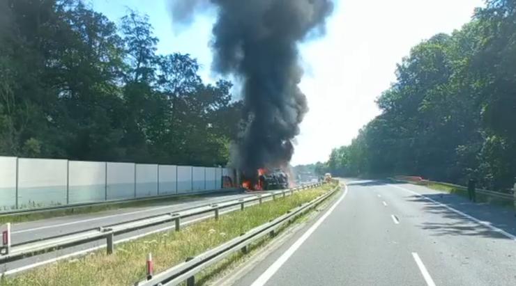 Szczecin. Pożar czołgów i wybuchy na A6
