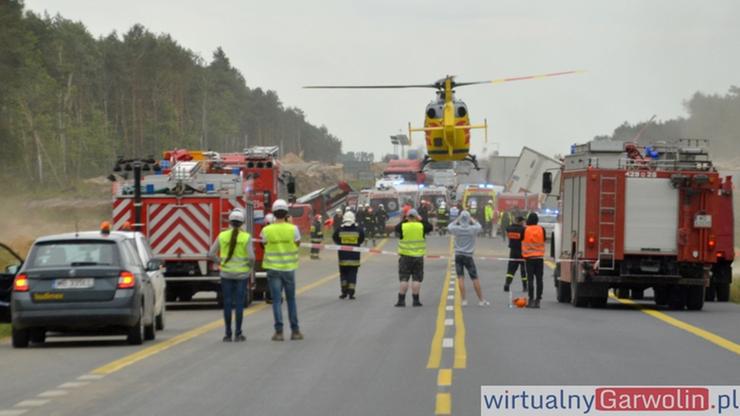 Karambol na DK 17. 31 osób poszkodowanych