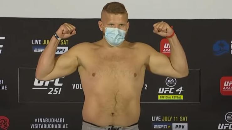 UFC 251: Wyniki ważenia. Marcin Tybura znacznie cięższy od rywala